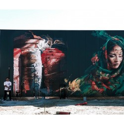 Hopare - Berber woman with her traditional carpets