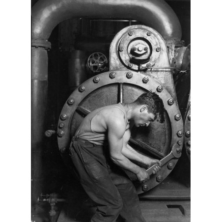 Lewis Hine - Power_house_mechanic_working_on_steam_pump - 1920