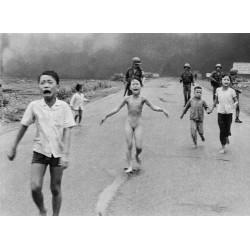 Nick Ut - Napalm girl Kim Phuc Phan Thi - Vietnam war 1972