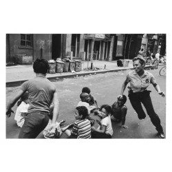 Leonard Freed - Policewoman playing with children in...