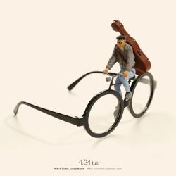 Tatsuya Tanaka - Miniature calendar 04_au_funn