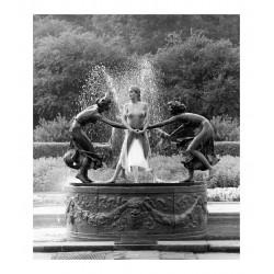 Patrick Lichfield - Central Park fountainny 1990_ph_nude_bw