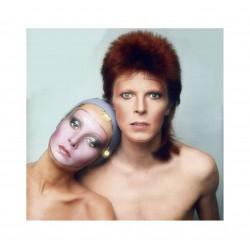 Twiggy - Dame Lesley Lawson and David-Bowie (Ziggy) - album Pin Up cover - Justin de Villeneuve - 1973_ph_topm