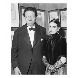 Frida Kahlo - with Diego Rivera visit an art gallery exhibition of Jewish portraits by Lionel Reiss in New York_pa_bw_vint