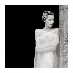 Faye Yerbury - The doorway_ph_nude_bw_vint_www.yerburystudio.com