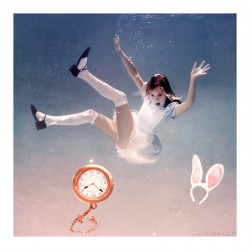 Elena Kalis - Alice in Wonderland 2_ph_wate